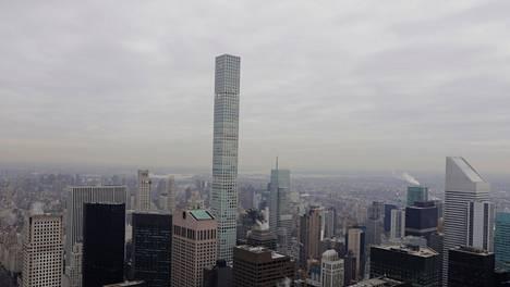 432 Park Avenue hävisi valmistuessaan korkeudessa muista New Yorkin rakennuksista ainoastaan One World Trade Centerin piikille. Sittemmin kaupunkiin on valmistunut useampi sitä korkeampi rakennus.