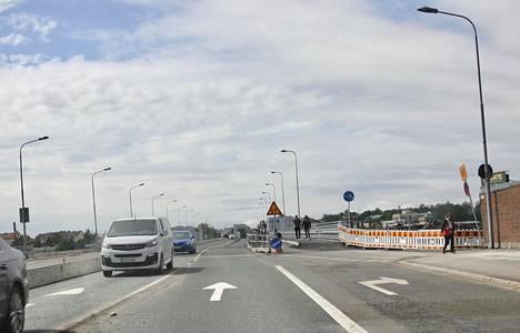 Lauttasaaren sillan liikenne kulkee nyt sillan pohjoista laitaa.