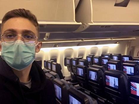 Matkalla Hongkongista Lontooseen lentokoneessa oli Jonathan Lubickin lisäksi vain kourallinen matkustajia.