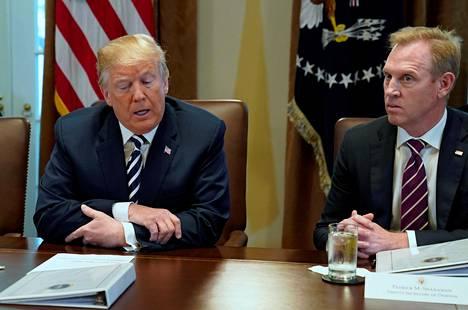 Presidentti Donald Trump ja silloinen varapuolustusministeri Patrick Shanahan Valkoisessa talossa viime toukokuussa.