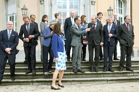Ydinaseriisuntaan liittyvän ulkoministerikokouksen vetoomus Berliinissä oli tiistaina, että koronaviruksen takia ei pidä sulkea rajoja. Kokousta isännöinyt Saksan ulkoministeri Heiko Maas eturivissä neljäntenä oikealta.