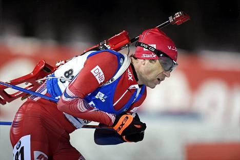 Tarkka ammunta toi Ole Einar Bjørndalenille ampumahiihdon maailmancupissa 95. voiton Östersundissa.