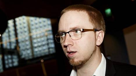 Simon Elo oli viime vaalikaudella sinisten eduskuntaryhmän puheenjohtaja ja kansanedustaja.