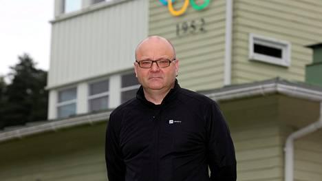 Pitkän uran Ylellä tehnyt Tapio Suominen on Suomen tunnetuimpia ja arvostetuimpia urheiluselostajia.