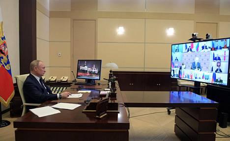 Presidentti Putin videopalaverissa Moskovassa keskiviikkona.
