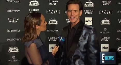 Jim Carrey (oik.) puhui suunsa puhtaaksi punaisen maton haastattelussa.