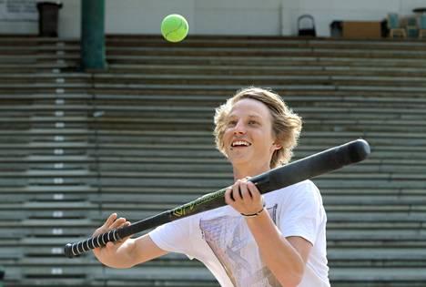 Luke Niemen heitto- ja koppipeli ovat kunnossa baseballin jäljiltä, mutta lyömistä pitää vielä harjoitella.