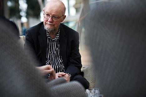 Verotuksen tulisi tasata tuloja myös pienituloisten ja keskituloisten välillä, Osmo Soininvaara sanoo.