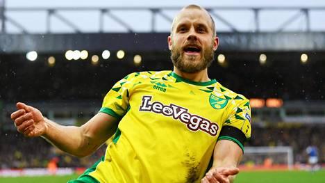 Teemu Pukki juhli joukkueensa Norwich Cityn kolmatta maalia sunnuntaina Norwichissa. Pukki teki maaleista kaksi.