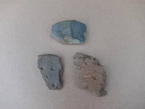 Muun muassa kivitaltta ja saviastioiden paloja löydettiin Nurmijärveltä.