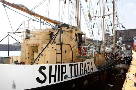 Aktivistien Estelle-laiva Napolin satamassa lokakuussa 2012.