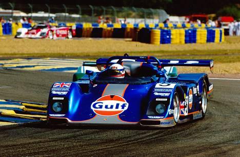 Gulf on yksi tunnetuimmista moottoriurheiluun liittyvistä brändeistä. Gulf näkyi myös brittiläisen Derek Bellin menopelissä vuoden 1994 Le Mansin ajoissa. Bell oli voittamassa Le Mansin ajoja peräti viisi kertaa.