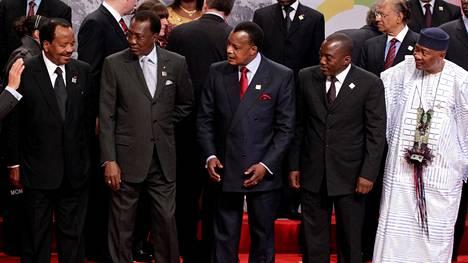 Kamerunin Paul Biya (vas.), Tšadin Idriss Déby, Kongon tasavallan Denis Sassou Nguesso, Kongon demokraattisen tasavallan Joseph Kabila ja Malin Amadou Toumani Touré kohtasivat ranskankielisten maiden huippukokouksessa Montreux'ssa vuonna 2010. Vain Touré on sittemmin luopunut virastaan.