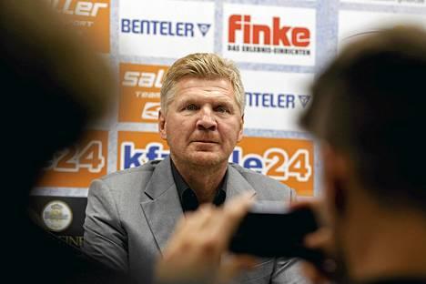 Stefan Effenberg täytti keskiviikkona SC Paderbornin mediakeskuksen.