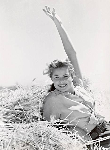 Kamera rakasti Ingrid Bergmania. Illan dokumentissa hän on usein myös kameran takana.