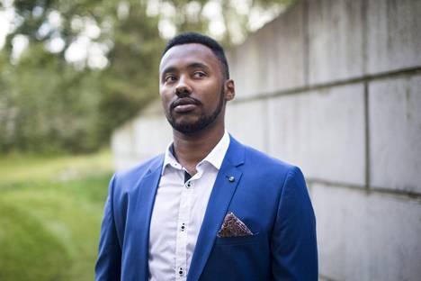 Suldaan Said Ahmed (vas) vaatii ehdotonta nollatoleranssia rasismille.