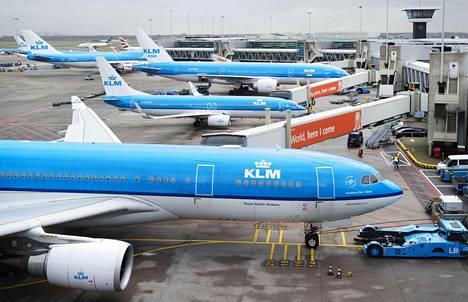 Schipholin lentokenttä maaliskuussa 2015.