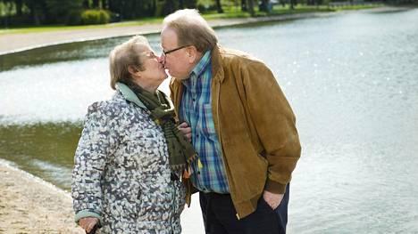 Lauri ja Minna Kotilainen ovat olleet 50 vuotta naimisissa. Pahin myrsky liitossa koettiin, kun Lauri Kotilaisen yritys meni 1990-luvun lamassa konkurssiin. Yhdessä pysyminen oli oikeastaan saavutus, Minna Kotilainen sanoo.