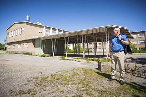 Lähes 100 miljoonan euron sivistys- ja hyvinvointikeskuksen on tarkoitus nousta moneen otteeseen laajennetun yhtenäiskoulun paikalle. Uudenkaupungin kaupunginjohtaja Atso Vainio pitää sijoitusta järkevänä.