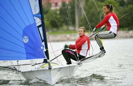 Silja Kanerva (vas.) ja Sinem Kurtbay ovat valmistautuneet huolella EM-kisoihin.