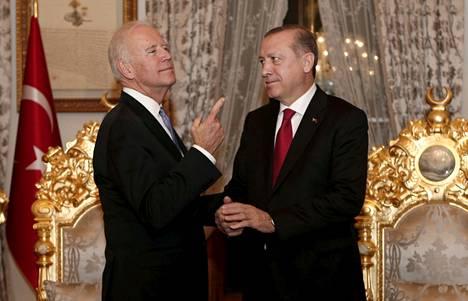Yhdysvaltain varapresidenttinä aiemmin toiminut Joe Biden tapasi Turkin presidentin Recep Tayyip Erdoğanin Istanbulissa tammikuussa 2016.