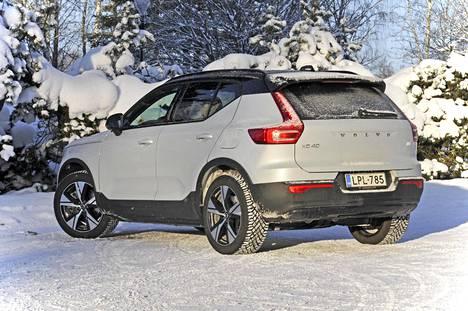 Volvon ensimmäisen täyssähköauton XC40 Rechargen valmistus alkoi lokakuussa, ja Suomeen ensimmäiset autot saapuivat joulukuussa. Tällä hetkellä autoja on Suomen teillä runsaat 330 kappaletta.