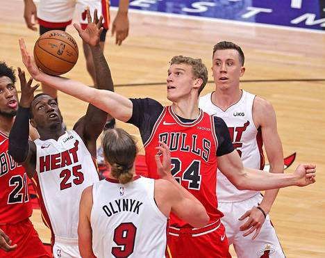 Chicago Bulls kohtasi Miami Heatin perjantain ja lauantain välisenä yönä Suomen aikaa. Lauri Markkanen (kesk.) teki 20 pistettä.