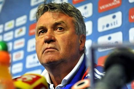Guus Hiddink oli Venäjän jalkapallomaajoukkueen päävalmentajana Helsingin Olympiastadionilla 9. kesäkuuta 2009.