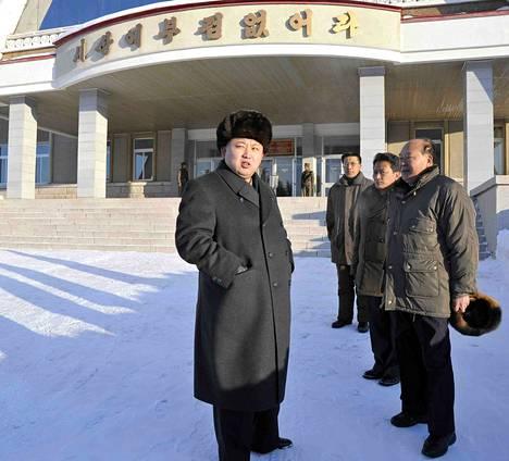 Pohjois-Korean valtion uutistoimisto välitti lauantain valokuvan, jossa Kim Jong-un vieraili Japanin joukkoja vastaan käydyn Samjiyonin taistelun muistomerkillä.
