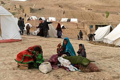 YK:n mukaan maanvyörystä selvinneille on toimitettava muun muassa lisää vettä, lääkkeitä, ruokaa ja telttoja.