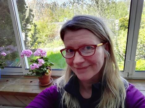 Tukholman eteläpuolella asuva Mari Karlsson perheineen päätti peruuttaa perinteisen Suomen-lomansa. Mökki oli varattu kahdeksi viikoksi heinäkuun lopulla.