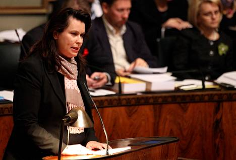 Johanna Ojala-Niemelä eduskunnassa vuonna 2011.