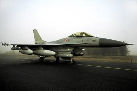 Tanskalainen F16-hävittäjä nousi ilmaan Juutinmaalta maaliskuussa 2011.
