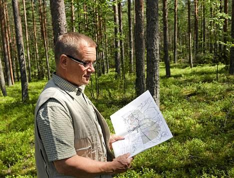 Savitaipaleen kunnanjohtaja Tapio Iso-Mustajärvi ihmettelee metsätontista syntynyttä kiistaa.