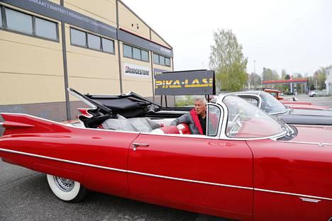 Jenkkiautoharrastaja Pekka Vesterisellä on seitsemän huolella laitettua jenkkiautoa. Kolme niistä on valmistettu vuonna 1959, jolloin tehtiin Vesterisen mukaan hienoimmat autot.
