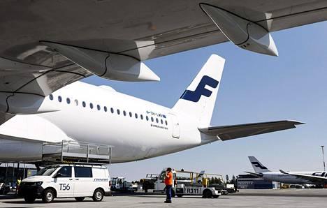 Koronaviruksen takia Finnair aloittaa yt-neuvottelut kaukoliikenteen lentäjien kanssa.