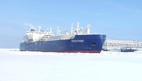 Jään murtamiseen kykenevä säiliöalus Christophe de Margerie kuvattiin Sabettan satamassa Pohjoisella jäämerellä 30. maaliskuuta.