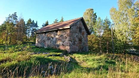 Vanha viljasiilo sijaitsee entisen Teirin tilan mailla Espoon Muuralassa. Kuva on lukijan ottama.