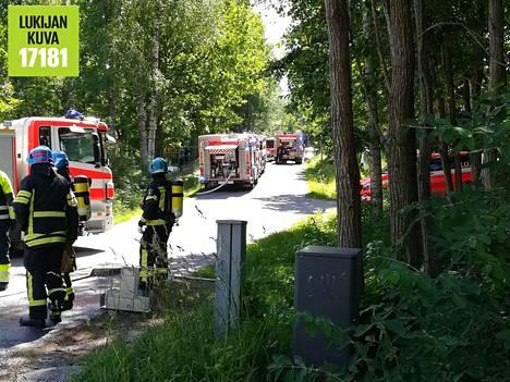 Tulipalo sai alkunsa noin kello yhden maissa iltapäivällä talon katolta, jossa työmiehet olivat rakentamassa terassia.
