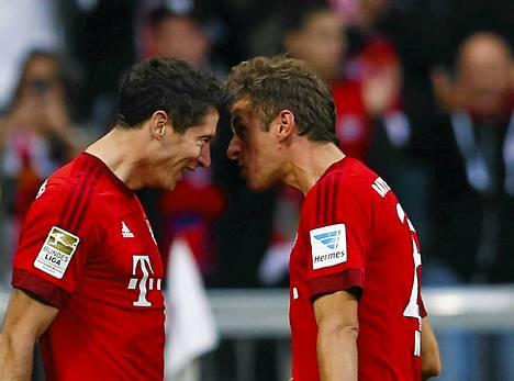 Robert Lewandowski ja Thomas Müller iskivät kaksi maalia mieheen Dortmundia vastaan.