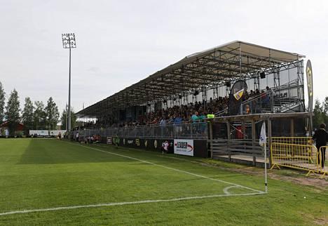 Tältä Tapiolan jalkapallostadionilla näytti viime kesänä.