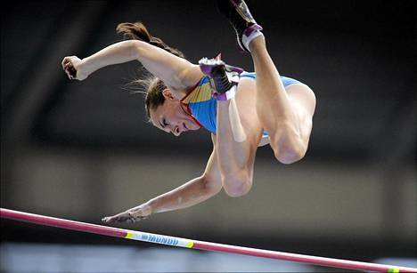 Venäjän Elena Isinbaeva hyppäsi maailmanmestaruuteen.
