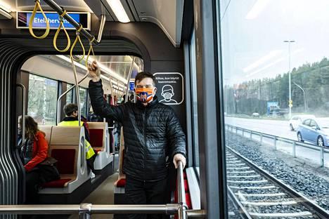 Ylöjärveläinen Jukka Kujansuu oli myös ensimmäisen sähköbussin kyydissä, ja halusi tulla nyt testaamaan Tampereen ratikan heti ensimmäisten joukossa.