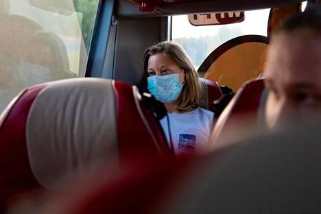 Maaru Tassberg oli ainoa matkustaja, joka käytti maskia Tampereelta Helsinkiin kulkevassa linja-autossa.