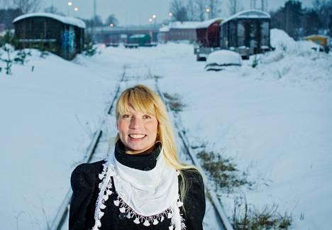 Sara Ikävalko ja Lahden rautatieaseman tienoo, johon jonakin päivänä nousee uusi ja uljas keskusta-alue.