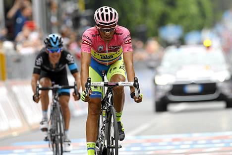 Espanjan Alberto Contador johtaa Italian ympäriajon kokonaiskilpailua. Dopingrangaistuksen kärsinyt Contador aikoo osallistua tänä vuonna myös Ranskan ympäriajoon.