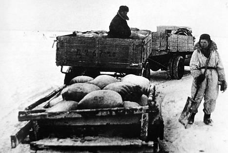 Laatokan läpi kulki elämäntie, jonka kautta tuotiin ruokaa ja evakuoitiin ihmisiä.