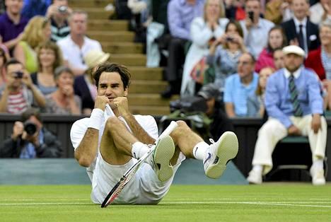 Roger Federer tuuletti voitettuaan Wimbledonin finaalin.