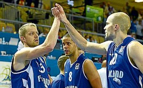 Hanno Möttölä, Gerald Lee ja Tuukka Kotti tuulettivat voittoa Turkista.