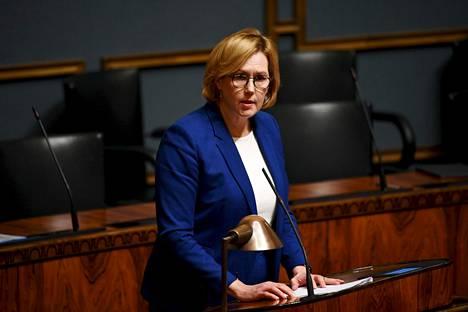 Laki ravintoloiden sulkemisesta on työministeri Tuula Haataisen vastuulla.